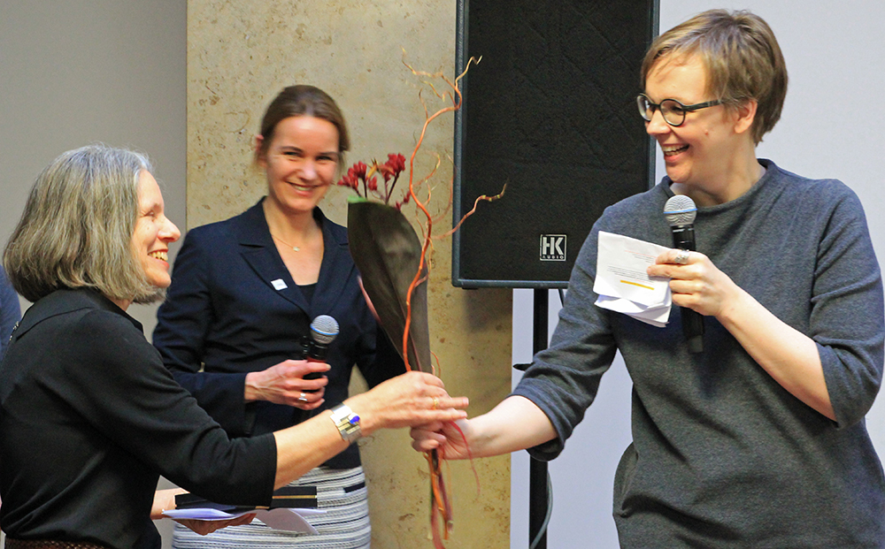 Prof. Dr. Sandra Buchholz (right) passes the symbolical baton to Prof. Dr. Sabine Weinert (left).