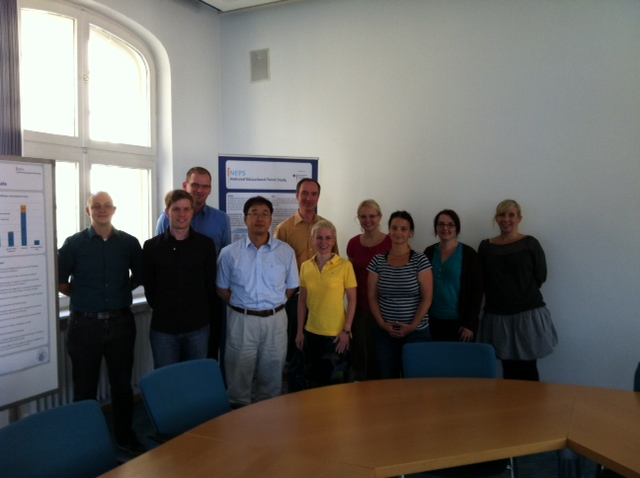 From left to right: Daniel Bela, Ferdinand Geißler, Michael Ruland, Dr. Jung-Seung Yang, Dr. Thomas Bäumer, Dr. Jutta von Maurice, Julia Schilling, Dr. Sabine Zinn, Dr. Ellen Ebralidze, Eva Strätz.