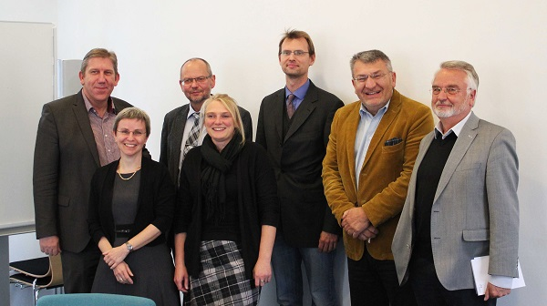 From left to right: Andreas Schwarz, MP; Dr. Jutta von Maurice, Executive Director of Research LIfBi; Prof. Dr. Hans-Günther Roßbach, Director LIfBi; Dr. Michaela Sixt, Dr. Christian Aßmann, Wolfgang Hoderlein, and Manfred Egner (all LIfBi).