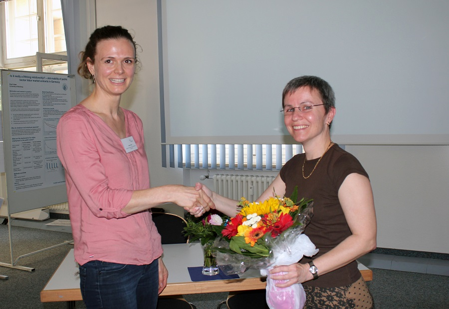 Aileen Edele (left) receives the first NEPS Publication Award from Dr. Jutta von Maurice.